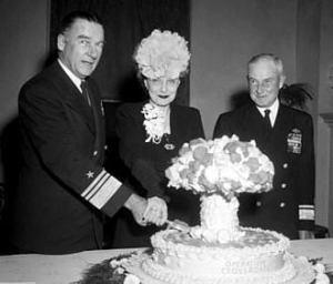 Admiral Blandy Mushroom Cloud Cake foto
