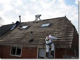 casa con techos de asbesto