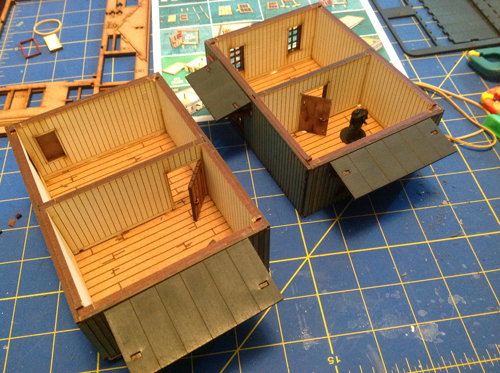 there are two levels that can be separated (for action inside the buildings) in this kit