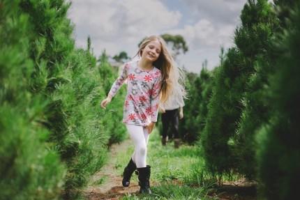photographers sydney - Girl at real Christmas tree farm