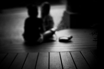 photographers sydney - girls on verandah