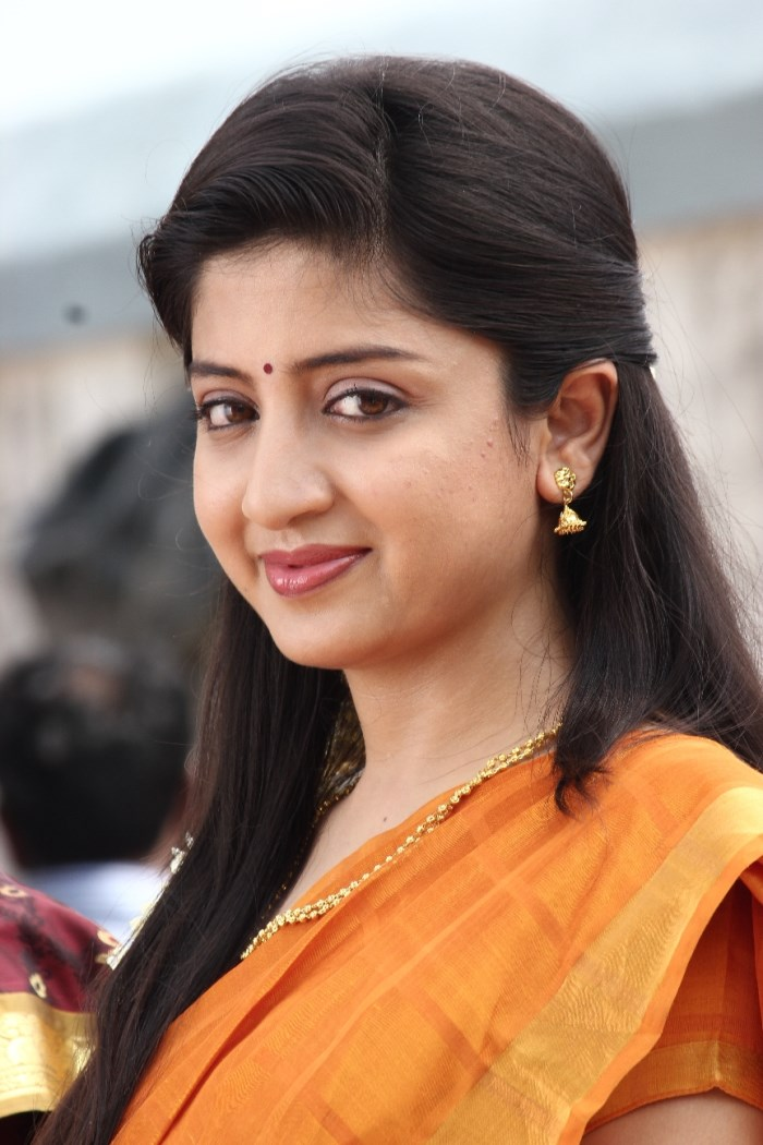Cute And Pretty Wallpapers Popular Heroine Poonam Kaur Hot In Beautiful Saree Cinejolly