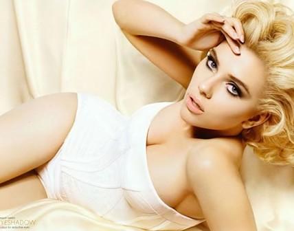 Escote de Scarlett Johansson.