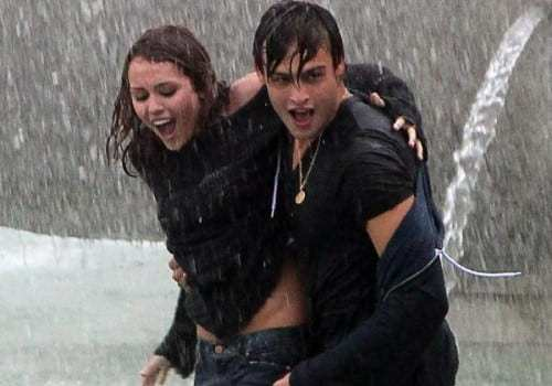 miley-cyrus-douglas-booth-wet-and-wild-10-500x750