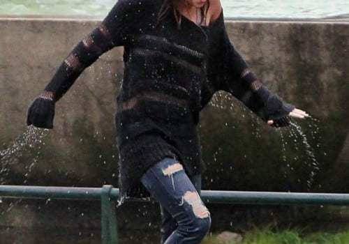 miley-cyrus-douglas-booth-wet-and-wild-12-500x687