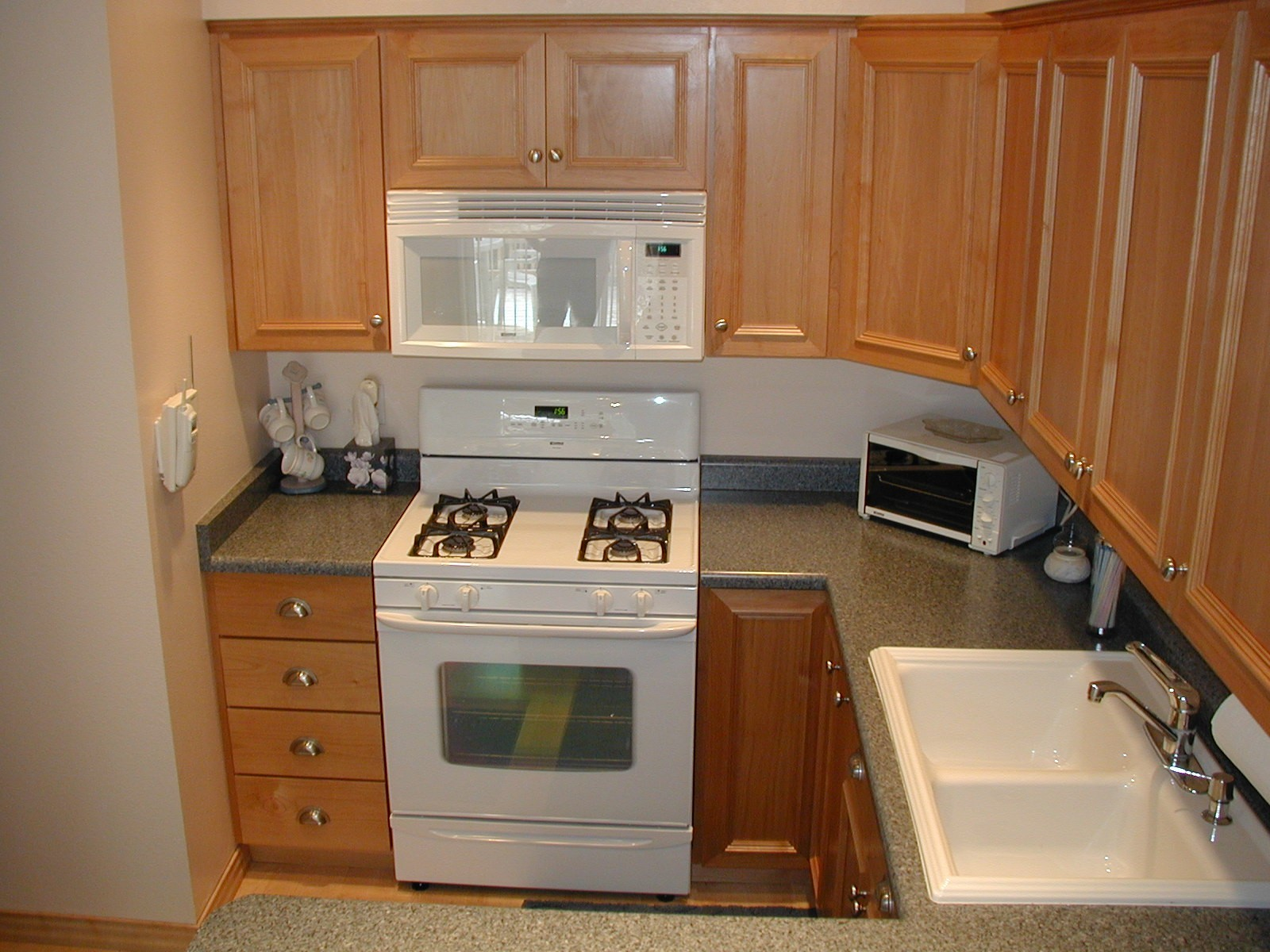Kitchen Cabinet Pictures With Hardware