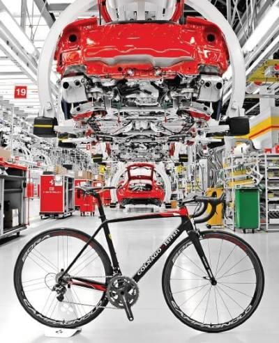 V roce 1986 se značka Colnago poprvé spojila se slovutnou automobilkou Ferrari, aby společnými silami vytvořili rám, kterému nelze konkurovat. A nyní se tak stalo znovu a výsledkem je model CF10.