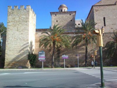 ...zbytky pevnosti v Alcúdii, zdokumentované díky dlouhé červené na semaforu...