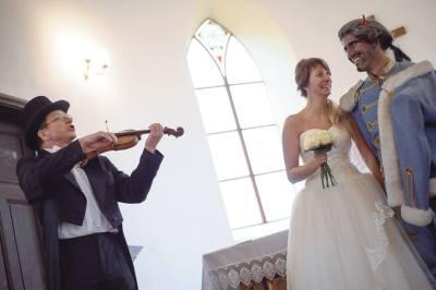 ... nicméně martinojakubský svatební slib vstupu do společného života byl všemi přítomnými potvrzen a odsouhlasen za doprovodu virtuose mistra Hájka :) ..