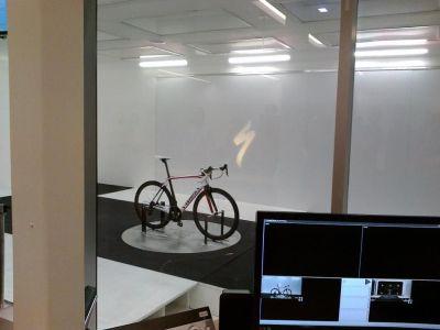 ... firma Specialized se může pochlubit svým vlastním aerodynamickým tunelem ...