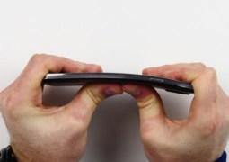 Será que o Galaxy Note 3 entorta da mesma forma que o iPhone 6? [vídeo]