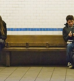 people-using-smartphones