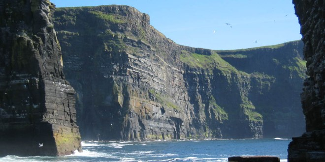 Cliffs of Moher' visitors rise