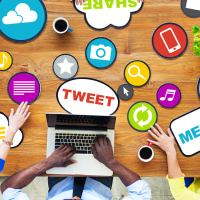 10 Tips How to Use Your Social Media While Blogging