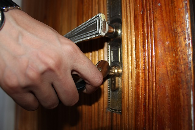 How to secure your home while on vacation (2)