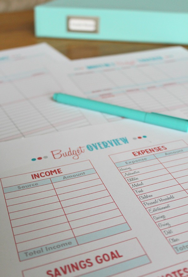 Family Binder Budgeting Printables - Clean and Scentsible - online free budget tracker