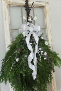 DIY Christmas Swag Wreath - Clean and Scentsible