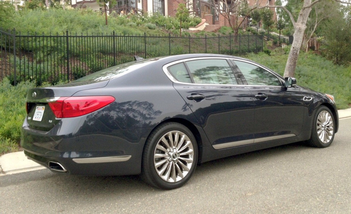 2015,Kia,K900,luxury car,full-size car