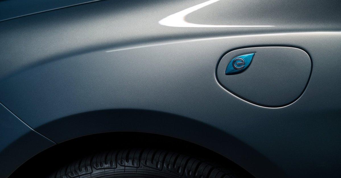 2017,Chrysler Pacifica,minivan,plug-in hybrid,