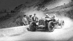 prewar-racing-444.jpg_1930_targa_florio_-_achille_varzi_alfa-romeo_p2_1st_5_display