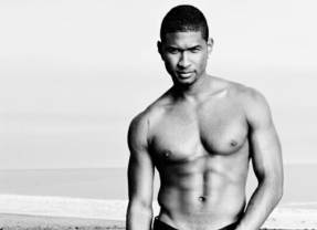 MAN CANDY: Usher Goes Naked After Shower on Snapchat [NSFW]