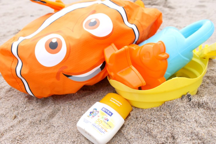Cocktails in Teacups Disney Life Travel Parenting Blog LittleLife Finding Nemo Swim Bag Review 8