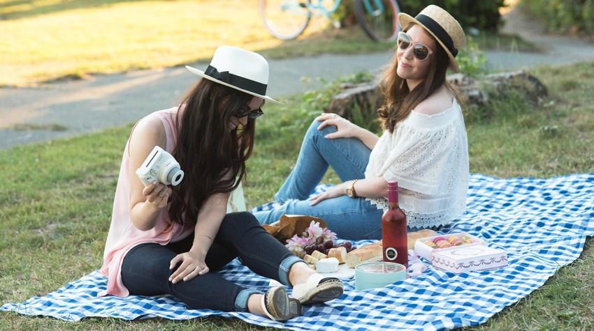 coco-and-vera-top-vancouver-fashion-blog-top-canadian-fashion-blog-top-blogger-summer-picnic-style-laduree-macarons-parisian-picnic