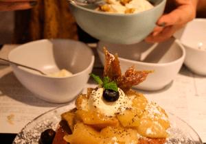 Brunch sin lactosa ni gluten-Copasetic-Pancakes con manzana caramelizada