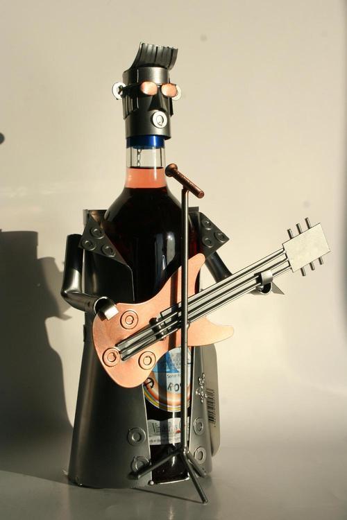 cv original barman sur bouteille