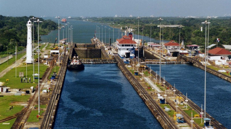 Panama_Canal_Gatun_Locks