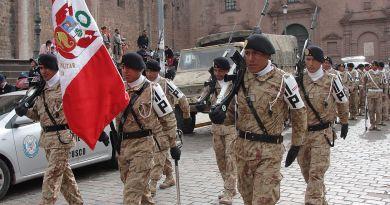 1024px-peruvian_army_parade_-_cusco_may_2012