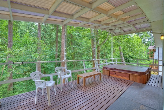Private deck with Hot Tub Renton Highlands
