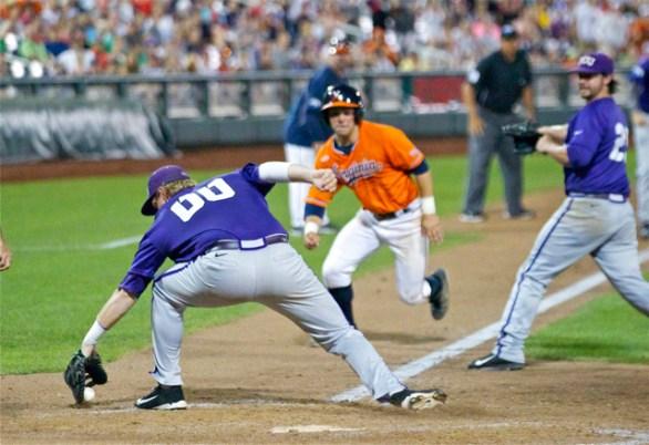 Kevin Cron bobbles the ball. (Photo: Shotgun Spratling)