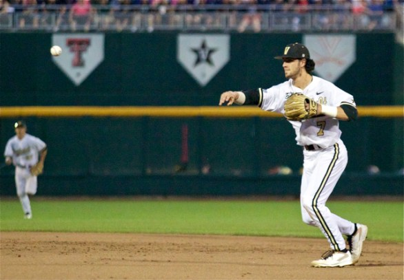 Dansby Swanson throws to first. (Photo: Shotgun Spratling)