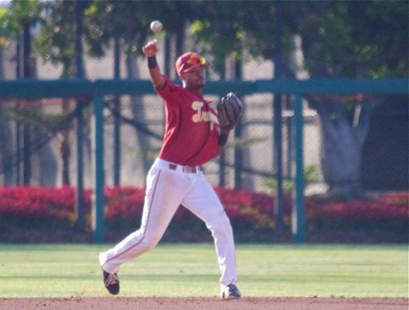 Reggie Southall throws to first. (Photo: Shotgun Spratling)
