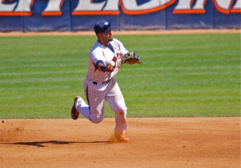 Austin Davidson starts a double play. (Photo: Shotgun Spratling)