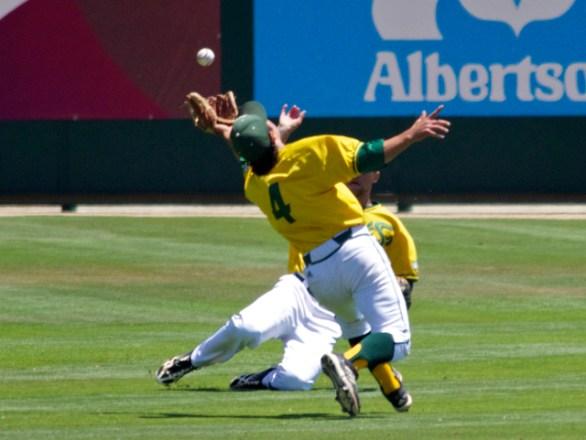 Scott Loper makes a great over-the-shoulder catch. (Photo: Shotgun Spratling)