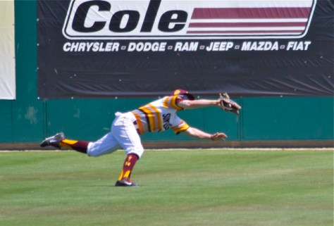 Jake Peevyhouse makes a diving catch in LF. (Photo: Shotgun Spratling)
