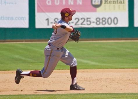 Dalton Dinatale starts a double play. (Photo: Shotgun Spratling)