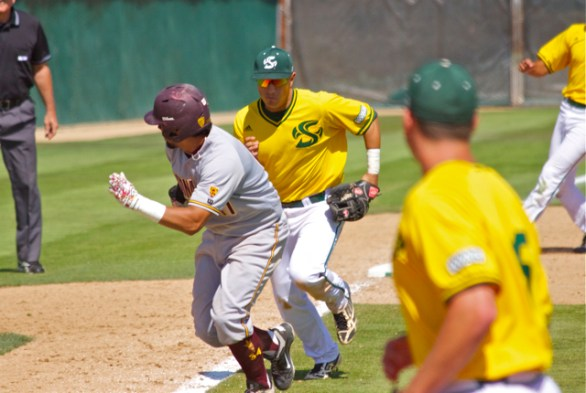 Will Soto runs down the tying run, Drew Stankiewicz, in the ninth inning. (Photo: Shotgun Spratling)