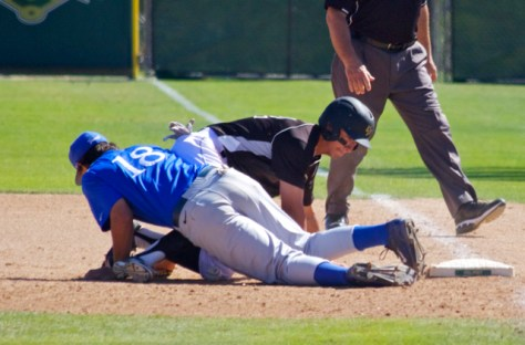The ball is loose under Tyler Kuresa and a runner. (Photo: Shotgun Spratling)