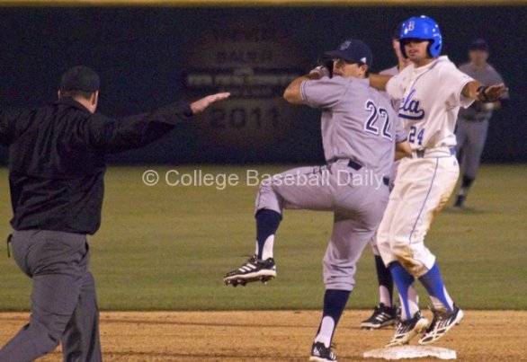 Brian Carroll motions safe. The umpire agrees.