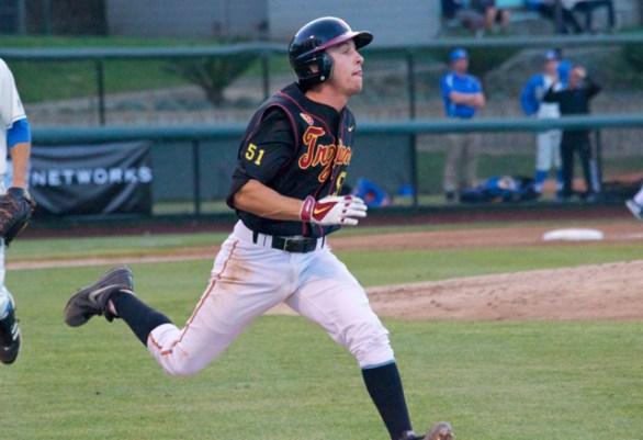 Garrett Stubbs sprints down the line. (Photo: Shotgun Spratling)