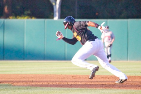 Timmy Robinson takes off for second base. (Photo: Shotgun Spratling)