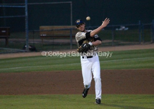 Erik Harbutz throws to first.