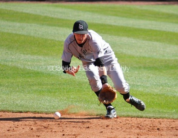 SS Matt Duffy makes a play behind second base.
