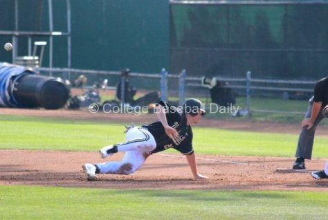 Bryan Reynolds slips on a pickoff. (Photo: Shotgun Spratling)