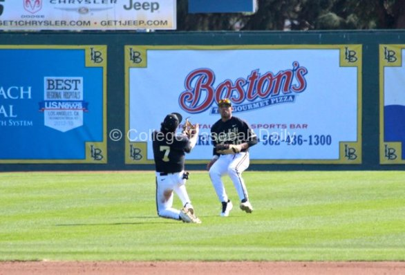 Dansby Swanson makes a great over-the-shoulder catch. (Photo: Shotgun Spratling)