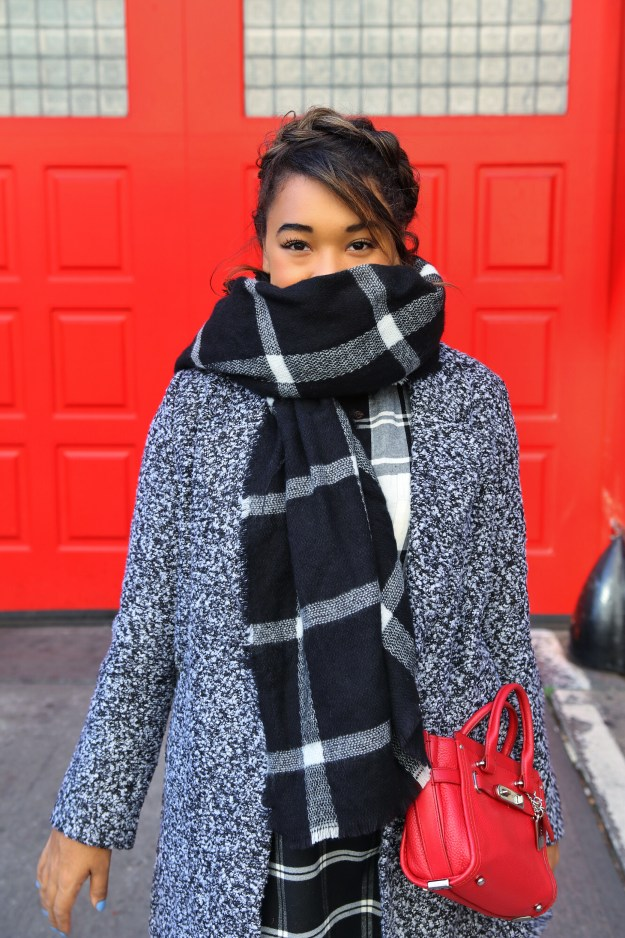 Big Plaid Blanket Scarf! Fall style by Color Me Courtney (@colormecourtney) // Bundle up in plaid for fall #plaid #blanketscarf #scarf #patternmixing #blackandwhite