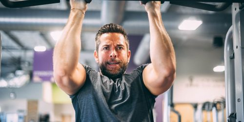 Zachary Levi Cant Believe You Questioned Whether His Shazam Muscles Were Fake